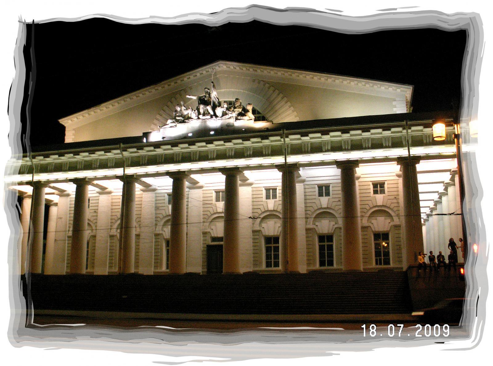 Белые ночи,2 часа,здание Биржи(пока Военно-морской музей)
