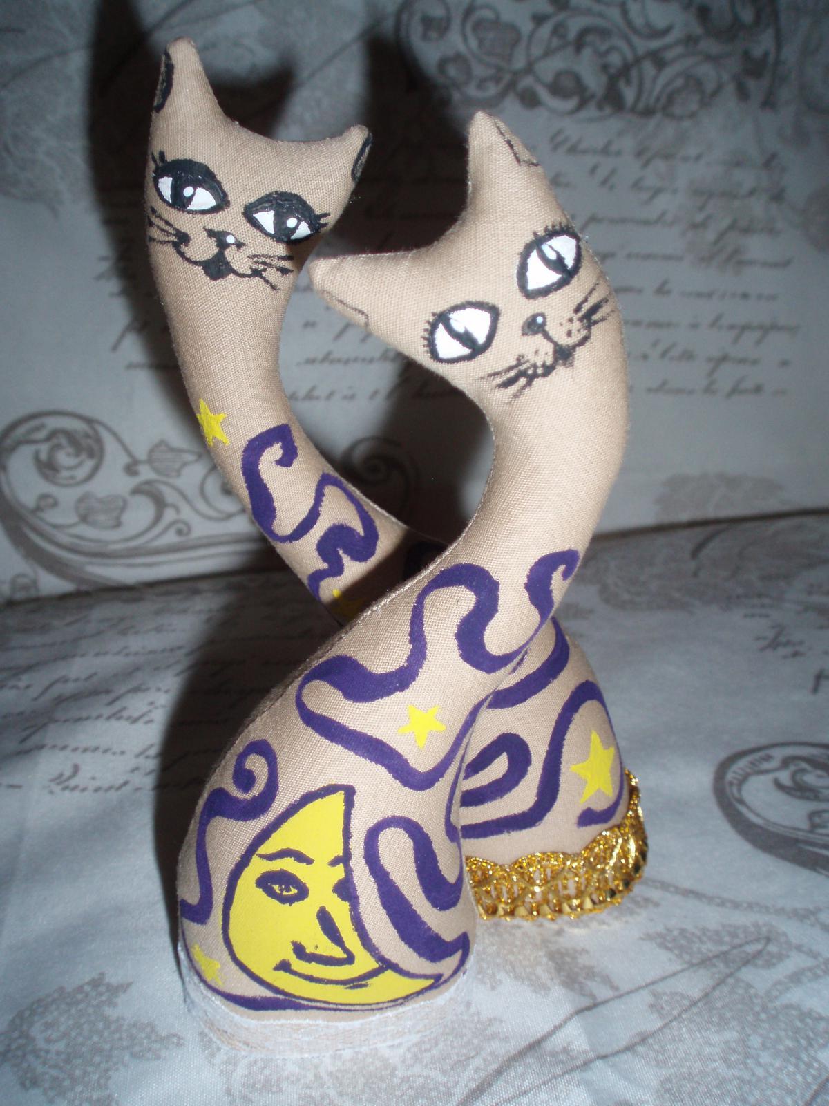 Кошки-статуэтки